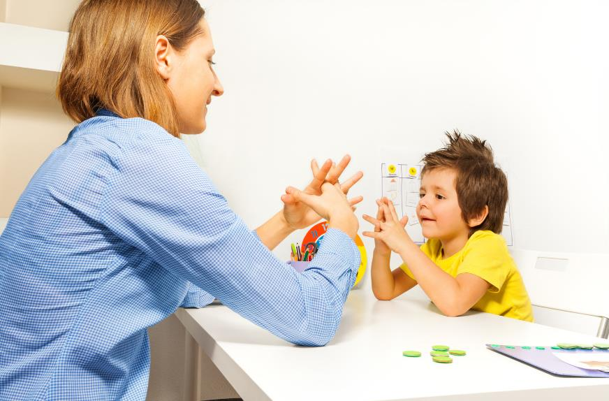 Допомога психолога дітям з аутизмом