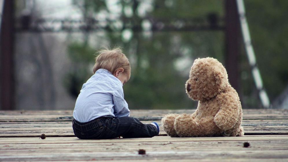 Як позбутися і чим допомогти при аутизмі у дитини