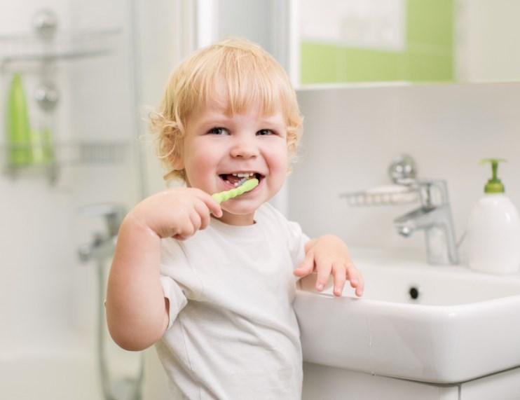 Чому дитина скрипить зубами? Причини і лікування