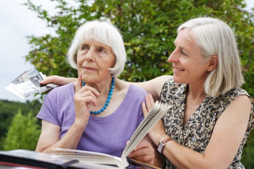 Які ранні ознаки хвороби Альцгеймера і що з цим робити?