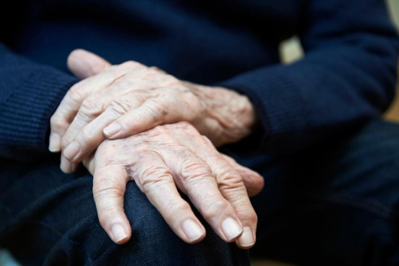Хвороба Паркінсона: симптоми можна розпізнати за 10-15 років до загострення