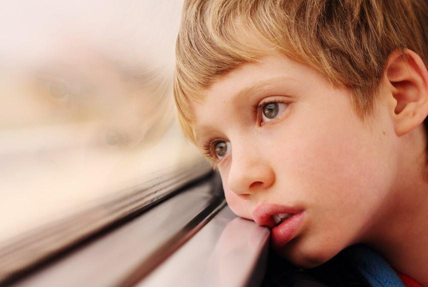 Аутизм у дітей. Симптоми, ознаки і лікування