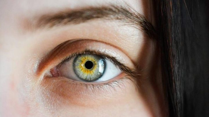 Відшарування сітківки ока: причини, симптоми, лікування