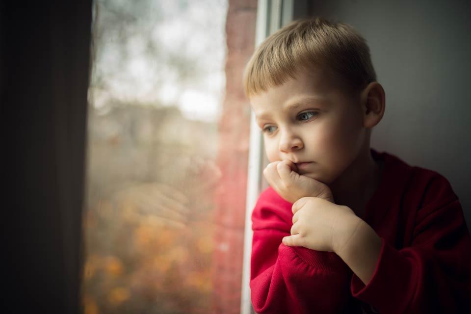 Як розпізнати симптоми аутизму у дитини