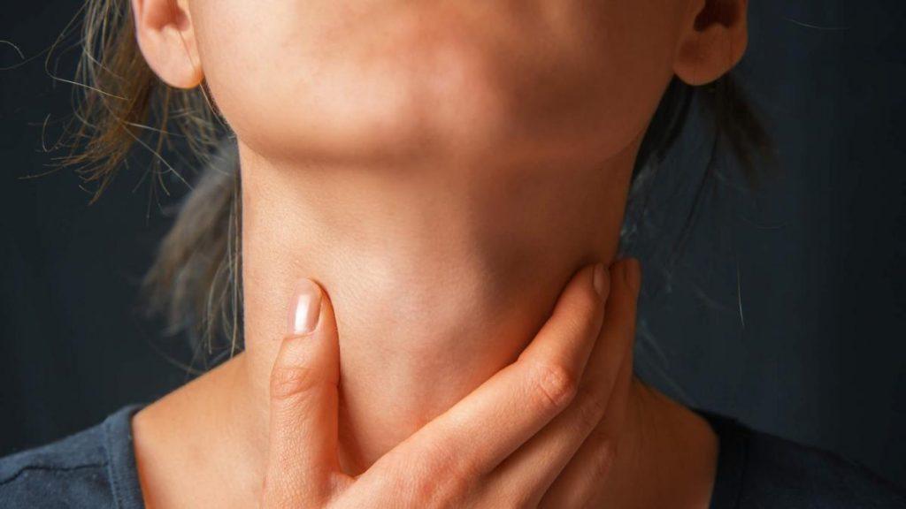 Як позбутися від клубка в горлі: кращі поради від медиків