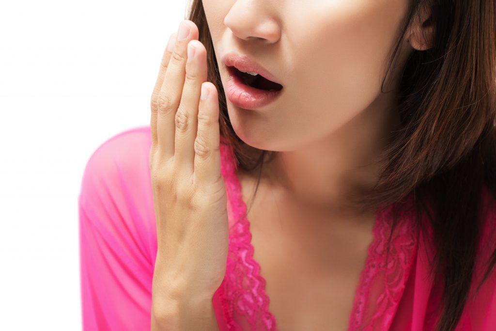 Як боротися з неприємним запахом з рота