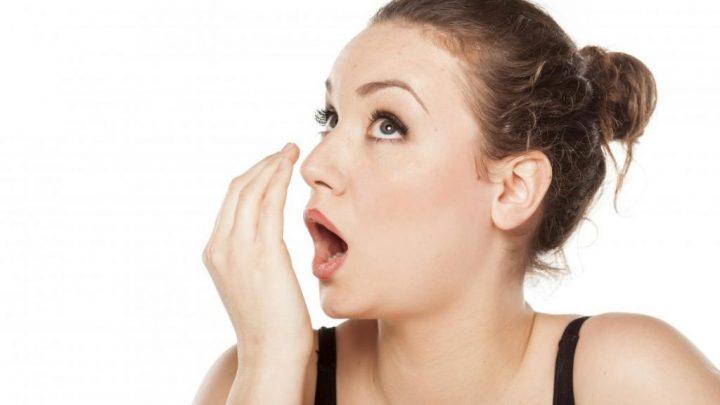 Як позбутися від неприємного запаху з рота: дієві поради