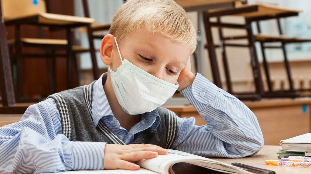 """Коронавирусной інфекцією в основному хворіють дорослі. в чому секрет дитячої """"невразливості"""""""