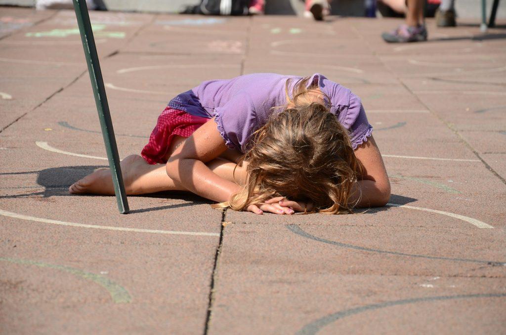 Аутоагресія у дитини: причини захворювання, основні симптоми, лікування і профілактика