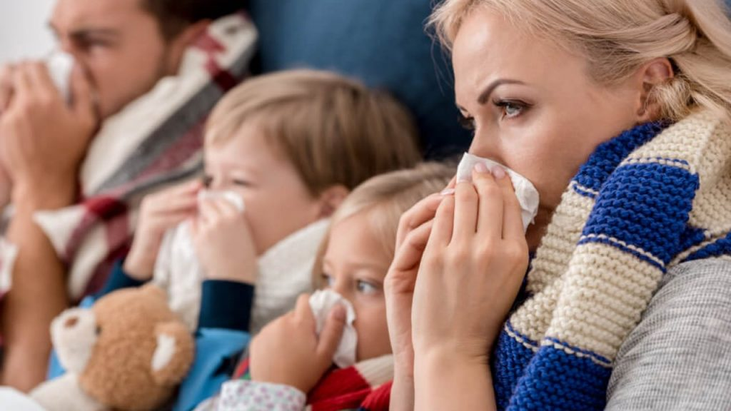 На Covid-19 здебільшого хворіють дорослі