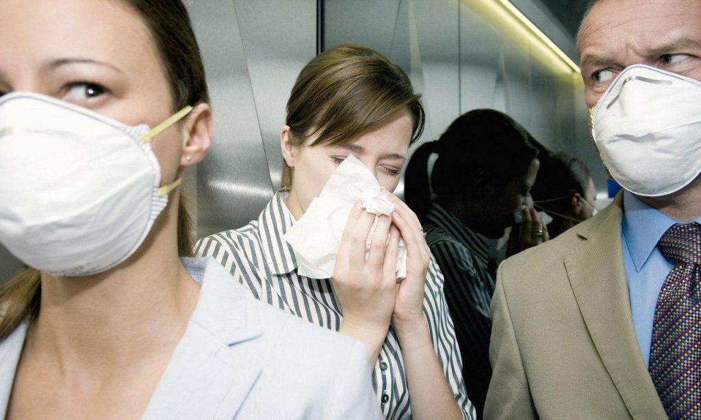 Прості поради, які допоможуть захиститися від коронавируса на роботі