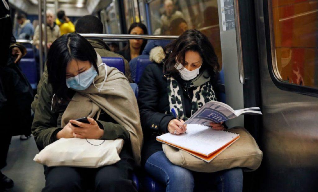 Коронавірус: наскільки небезпечно їздити в громадському транспорті?