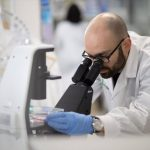 Плаквеніл і азитроміцин проти коронавірусу: Вчені змогли вилікувати хворобу за 6 днів. Де в Україні купити плаквенил і азитроміцин?