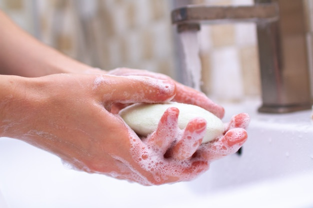 Постійне миття рук призводить до сухості: як впоратися з цією незручністю