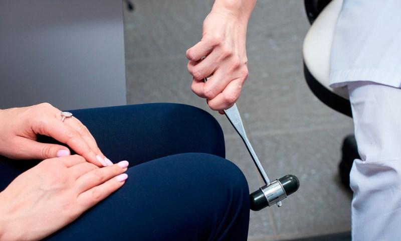 Бічний аміотрофічний склероз: симптоми і причини