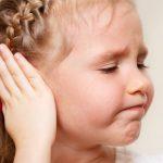 Як розпізнати отит у дитини і як йому запобігти