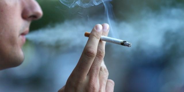 Куріння і зуби: як нікотин впливає на стан зубів?
