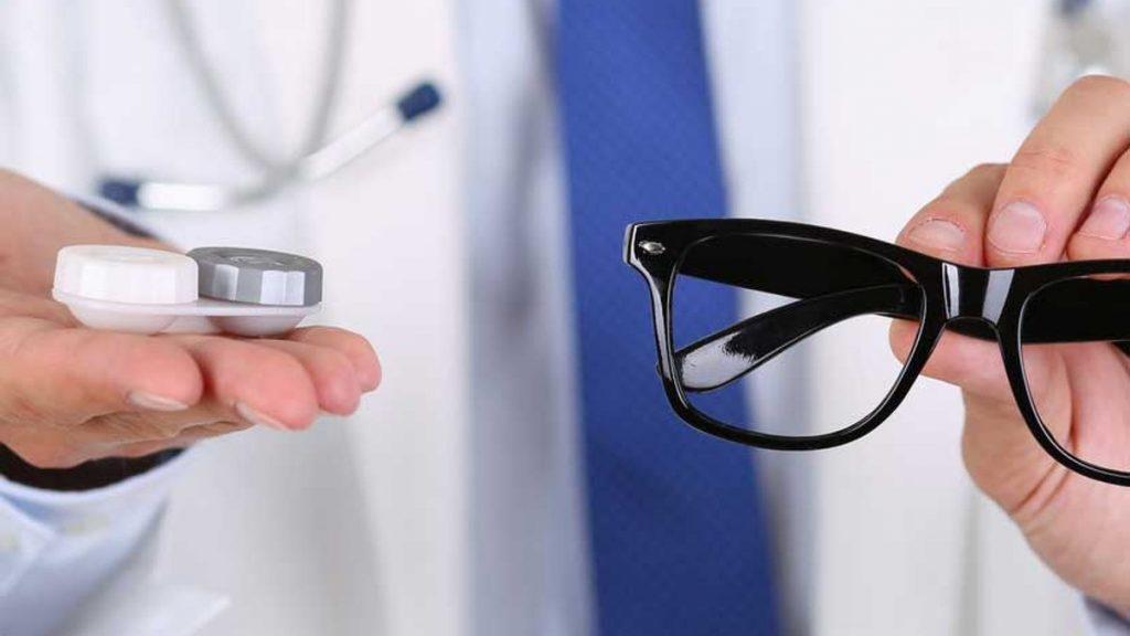 Окуляри або лінзи: що краще для здоров'я очей