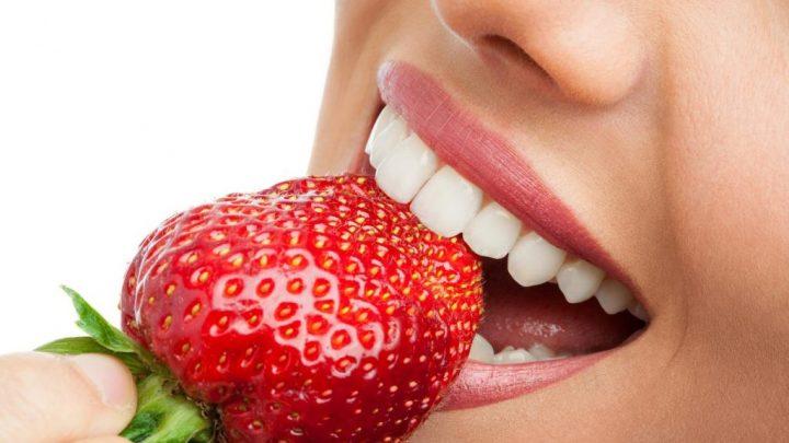Як зберегти здоров'я зубів і відбілити їх за допомогою їжі