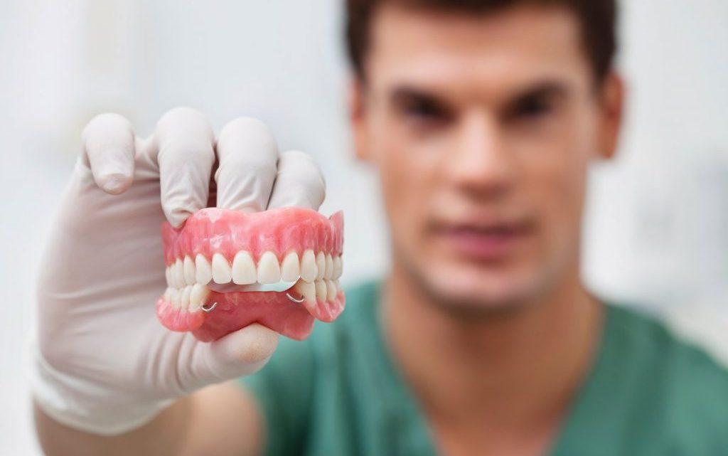 Протезування зубів. Металокераміка і цельнокерамические коронки