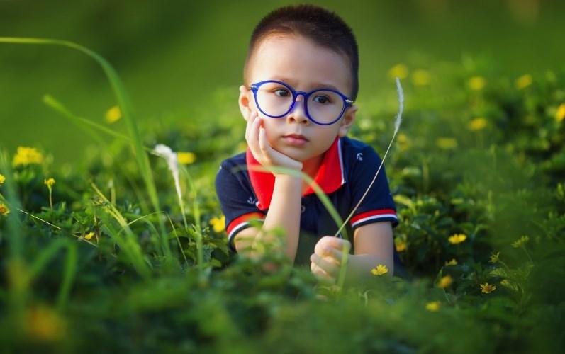 Дитина соромиться носити окуляри - що робити?