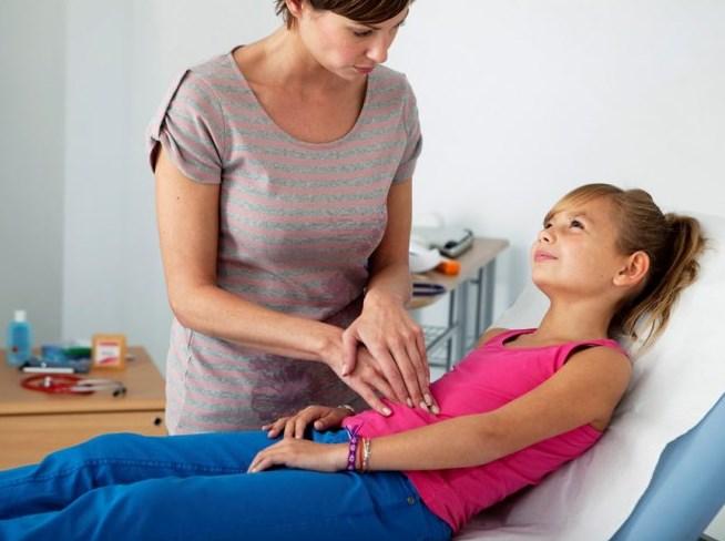 Якщо в дитини болить живіт: що робити та причини