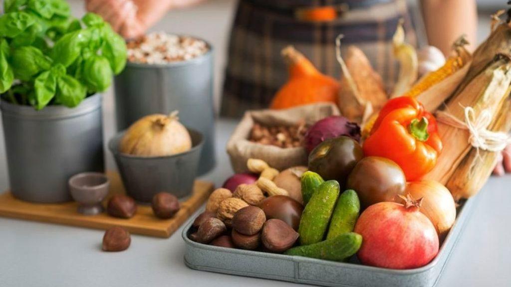 Як правильно харчуватися влітку: що їсти в спеку
