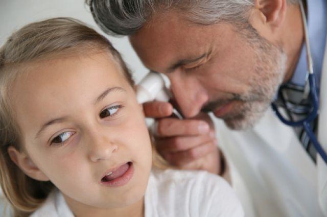 Вушні інфекції у дітей: що викликає, фактори ризику, симптоми