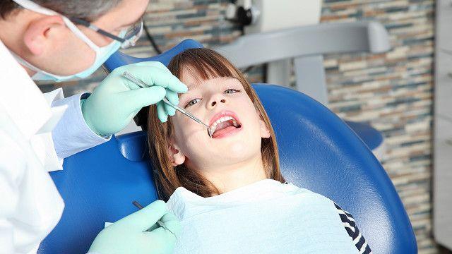 Дитяча стоматологія – з якого віку дитині потрібно відвідувати стоматолога?