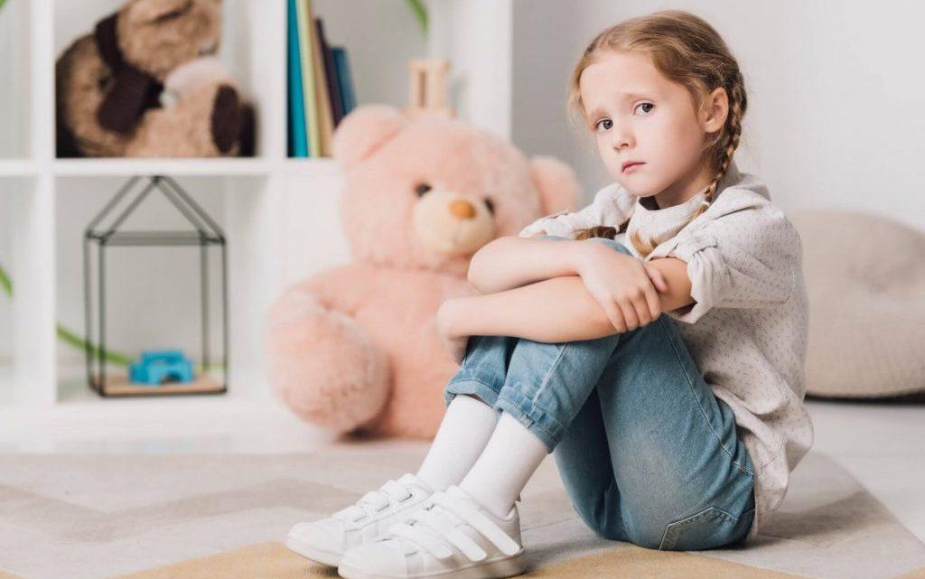 Депресія у дітей: причини, ознаки та симптоми. Що робити?