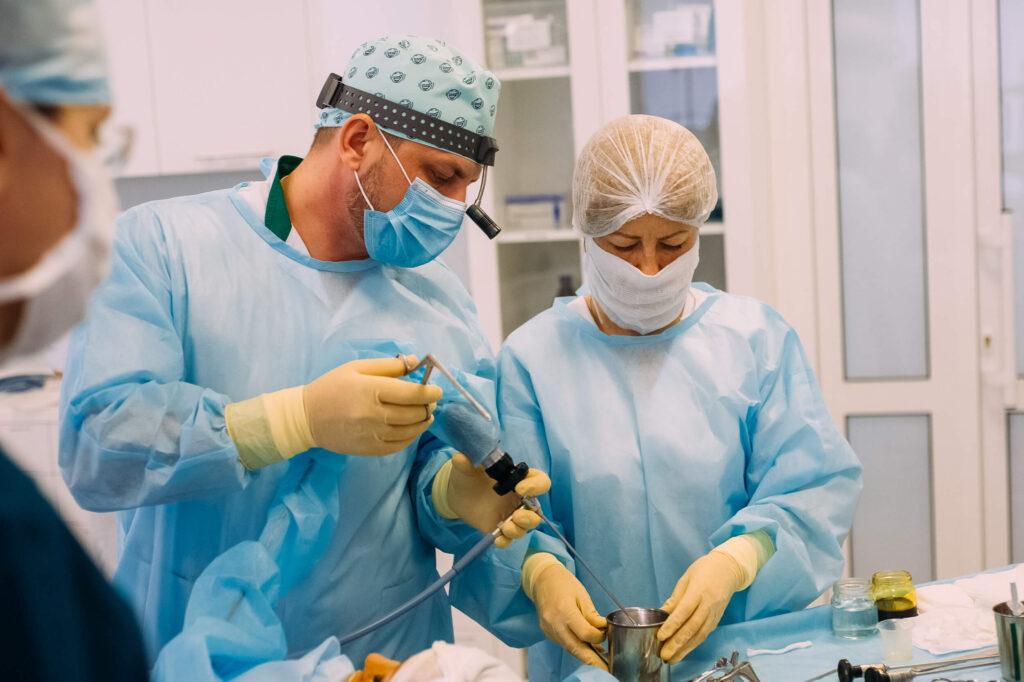 Ендоскопічні операції на навколоносових пазухах. Показання та переваги
