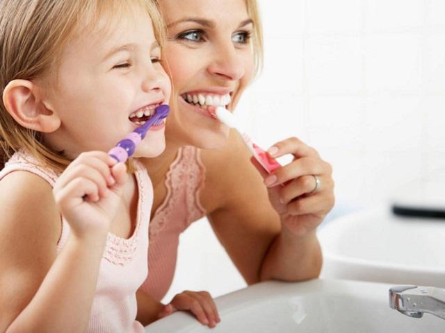 Чи обов'язково чистити зуби два рази в день?