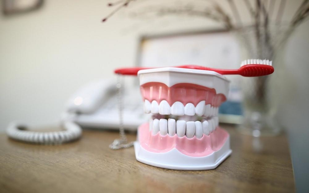 Випадання зубів у дорослих: симптоми, причини