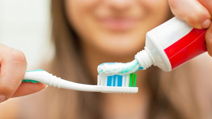 Як правильно вибрати зубну пасту для чутливих зубів?