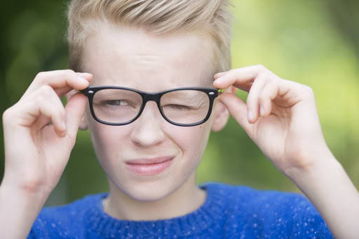Нервовий тик очей у дітей: причини і лікування