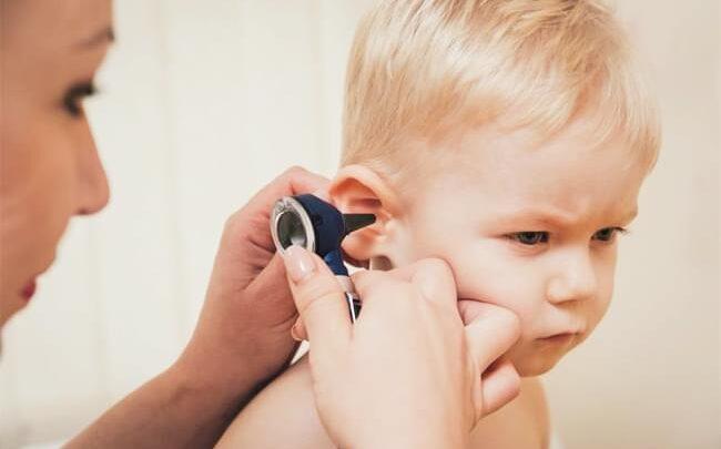 Інфекції вуха: що викликає, фактори ризику, симптоми