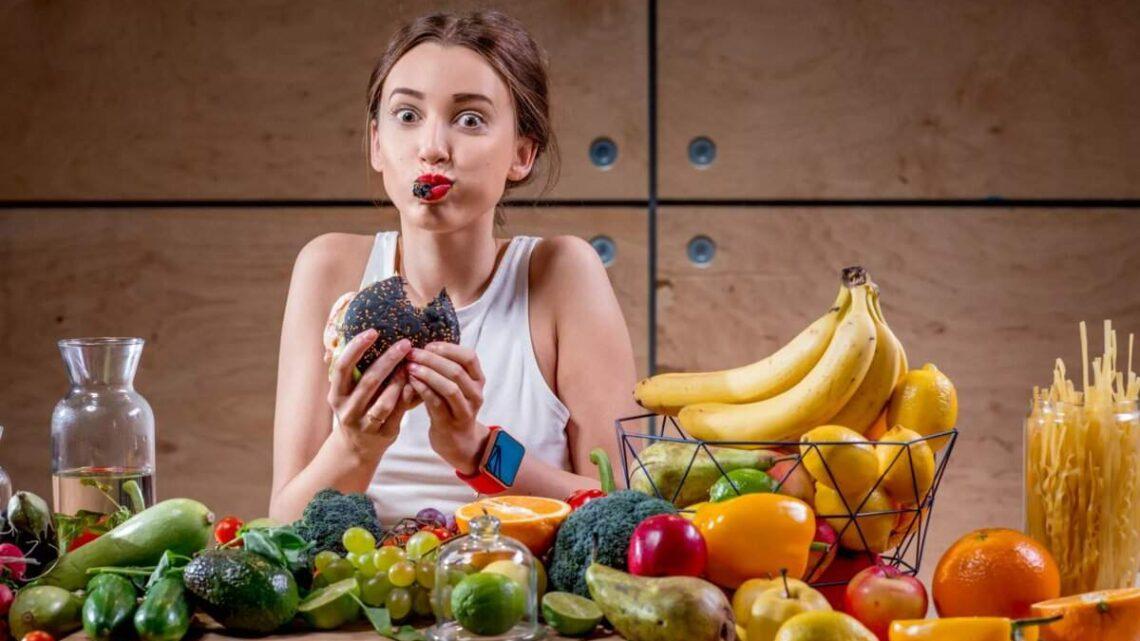 Переїдання: чим небезпечне і що робити після